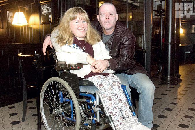 «Муж-американец все время спрашивает: ты одна в Беларуси на инвалидной коляске?»
