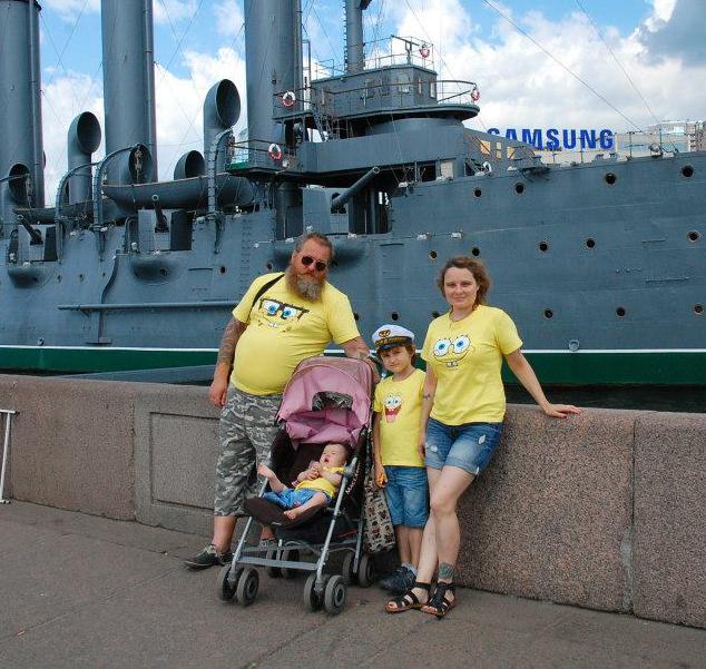 Петр и Ольга Свешниковы с детьми. Фото: из личного архива