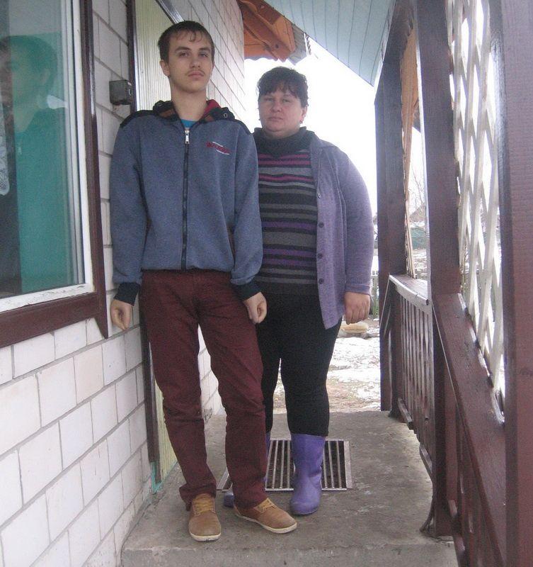 Саша Сидельник с матерью.