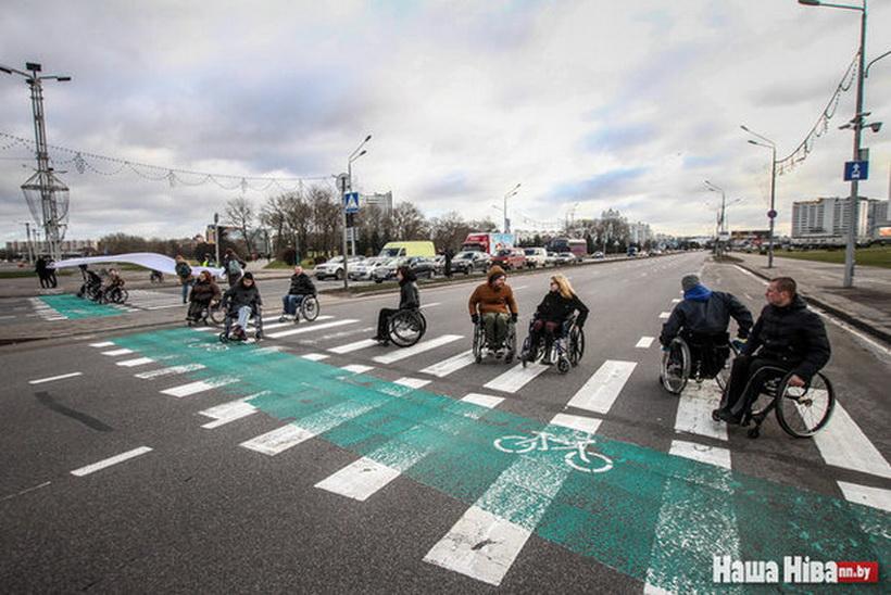 Инвалиды-колясочники на несколько минут перекрыли проспект Победителей в Минске