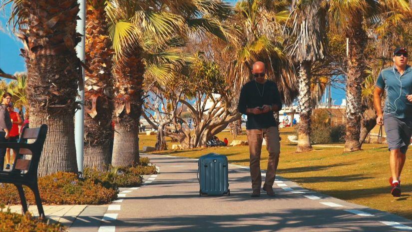 Nua Robotics: Чемодан теперь самостоятельно следует за своим хозяином и объезжает препятствия