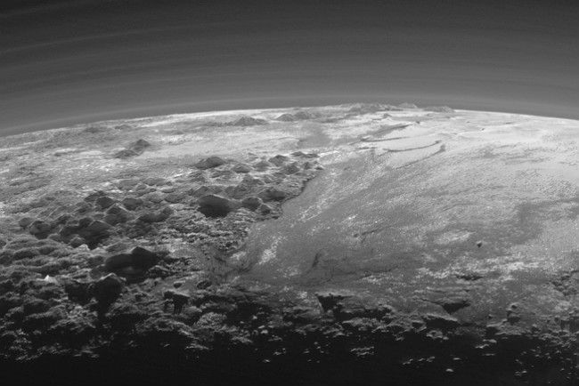 Закат над Плутоном. Фото: NASA/JHUAPL/SwRI