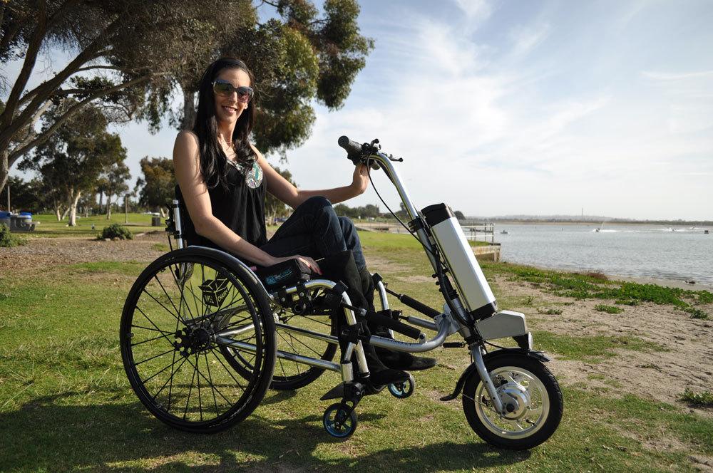 Разрушая границы: инвалидное кресло, которое превращается в электрический велосипед