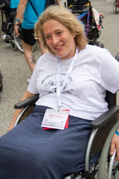 Татьяна Свешникова учится управлять инвалидным креслом. Фото Ariel Palmer