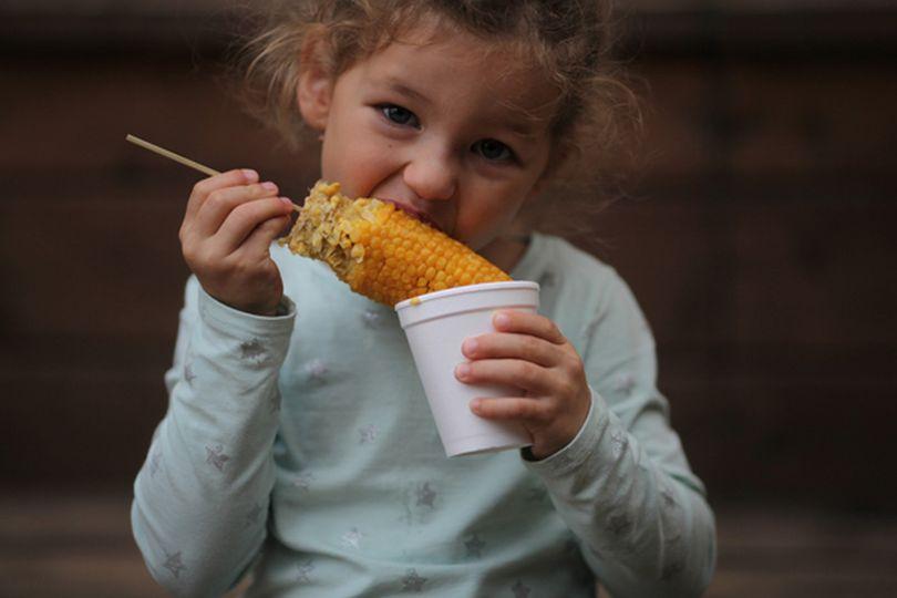 Маша, по словам родителей, любит принцесс, танцевать и кукурузу, конечно
