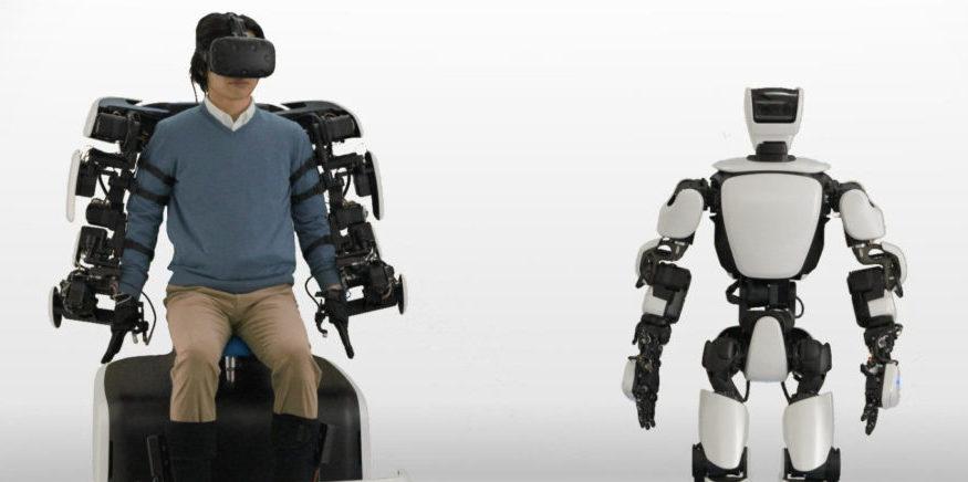 Toyota представила робота, управляемого при помощи экзоскелета