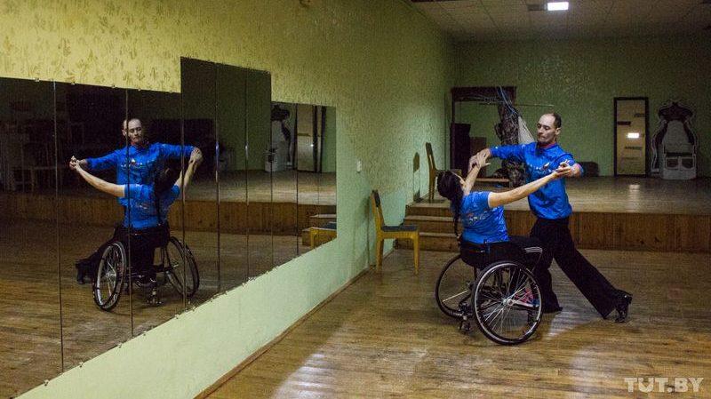 """Дотанцевать до Олимпиады. Как могилевские танцоры на коляске-""""запорожце"""" везде берут медали"""