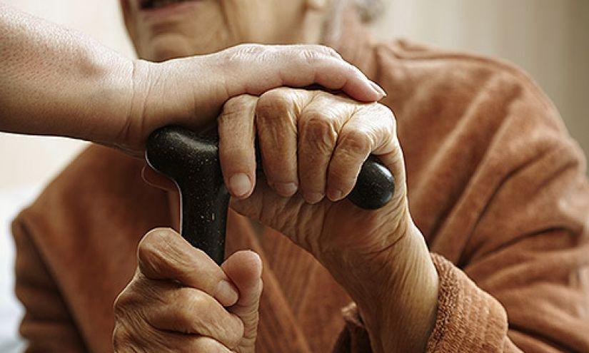 В Беларуси появились первые замещающие семьи для стариков и инвалидов