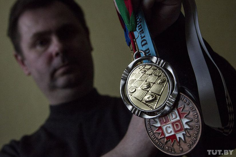 """""""Один не потяну"""". Шашист-колясочник — о своем увлечении пинскологией и мечте о спортивных медалях"""