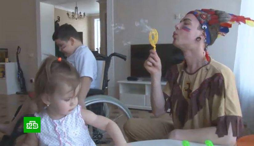 Шутки и фокусы помогают школьнику из Свердловской области бороться с тяжелой болезнью