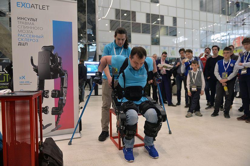 На Skolkovo Robotics впервые показали новую версию экзоскелета