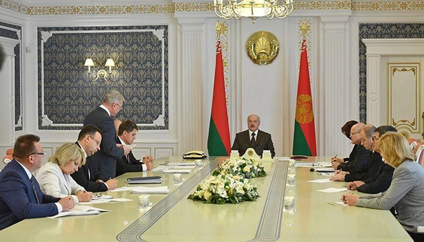 """95 уголовных дел по """"делу медиков"""". Лукашенко: затронута вертикаль до Минздрава, а может, и выше"""