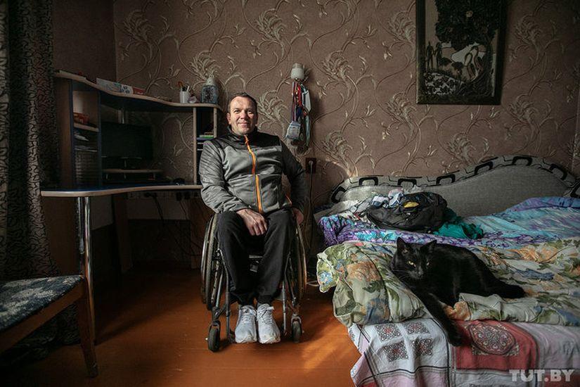 """""""Приравнивают к детям и домашним животным"""". Как обеспеченный инвалид Саша искал жилье"""
