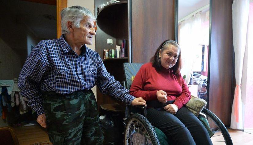 Зять носит тещу на руках: как живет бизнес-вумен на коляске