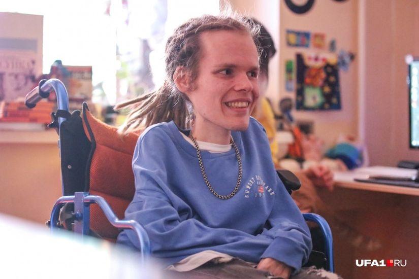 «У меня тело деформировано, а лицо — ништяк»: уфимец о том, как быть счастливым в инвалидном кресле
