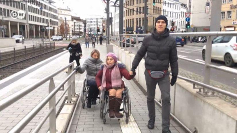 На коляске по Бонну и Минску: почувствуйте разницу