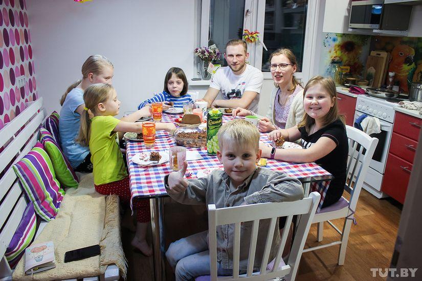 Многодетная семья недосчиталась 5,4 тысячи рублей пособия и подала в суд на соцзащиту