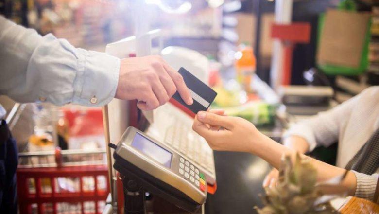В Беларуси разрешили снимать наличные с карты через кассу магазина