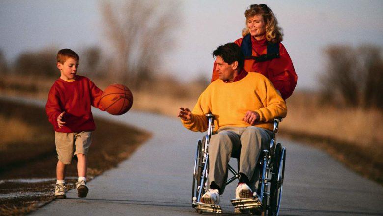 Для инвалидов в Беларуси увеличат срок действия МРЭК и введут бесплатные парковки, а для предприятий – обязательные вакансии для инвалидов