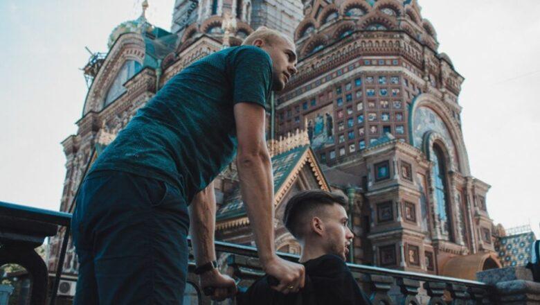 60 километров на инвалидной коляске. В Петербурге прошел благотворительный забег «Сильные люди»