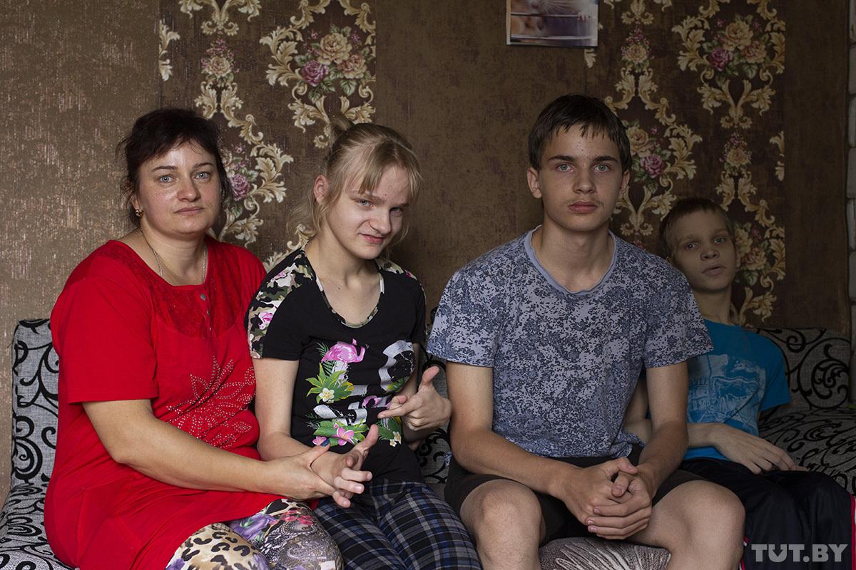 Слева направо: Александра, Катя, Толя, Коля