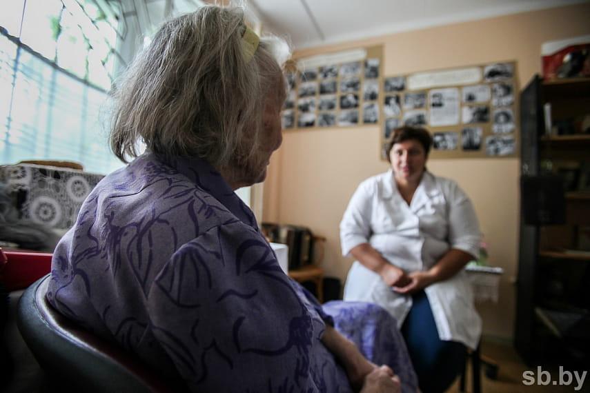 Чтобы поселить родственника в дом-интернат, одного желания недостаточно. Согласие пожилого человека — обязательное условие.