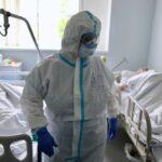 Вижу новости о повторных заражениях коронавирусом — сначала становится страшно, потом думаю, что это фейк. Так возможно это или нет? И спасет ли вакцина?