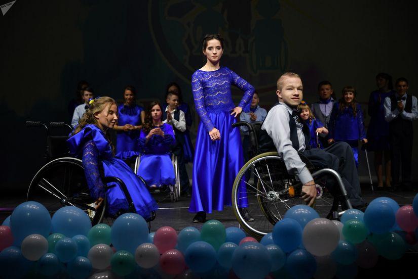 Костюмы и платья для особенных детей уже не первый год шьют известные белорусские дизайнеры