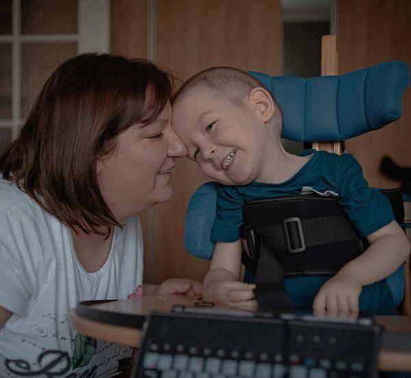 «Сколько семей еще должно уехать, чтобы государство нас услышало?» Как белорусы бросают все и уезжают в Польшу лечить детей от СМА