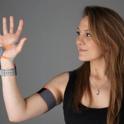 Дополнительный палец руки меняет то, как мозг воспринимает тело