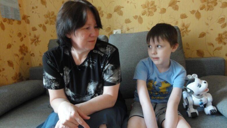 «Он все время дома». Мать неизлечимо больного ребенка мечтает купить «Оку», чтобы успеть показать ему мир