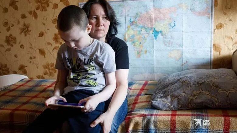 «Если сын доживет до сорока, это счастье»: Многодетная мама из Екатеринбурга воспитывает сына с редким неизлечимым заболеванием
