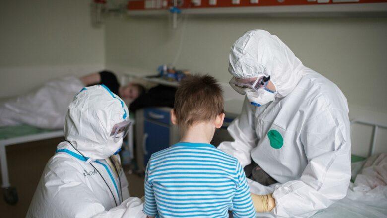 «Я вакцинировала ребенка от коронавируса». Родители — о том, как их дети перенесли прививку