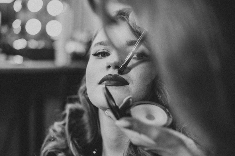 Женя очень любит декоративную косметику. Где бы она ни была — везде покупает что-нибудь новенькое. Фото: Юлия Карпенко для ИМЕН