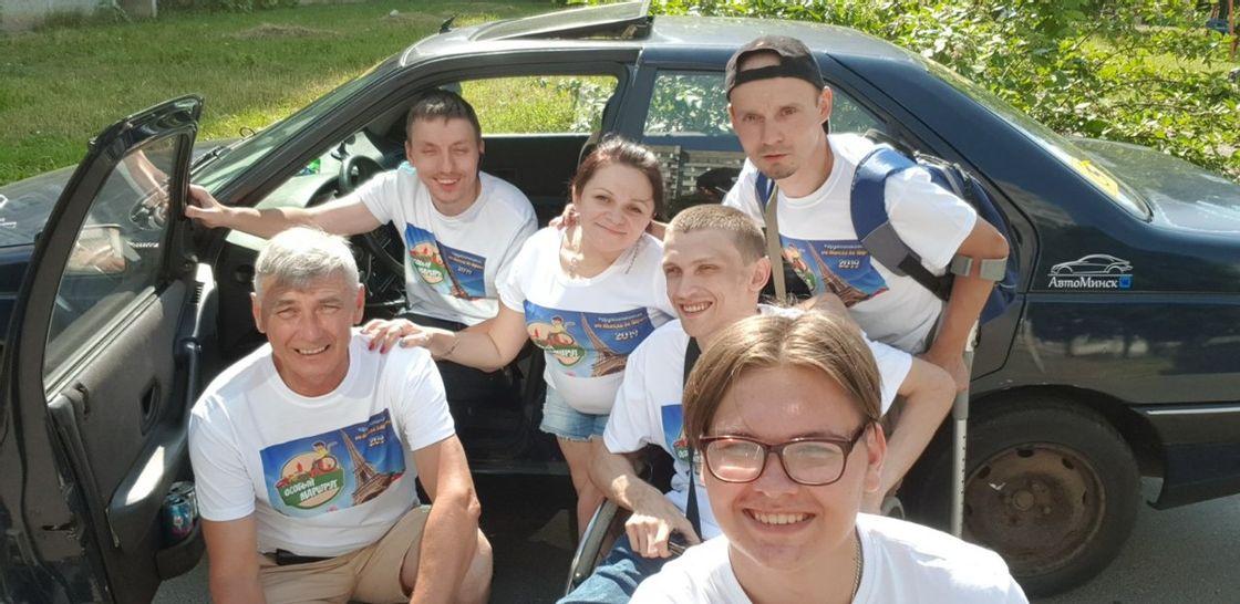 «Дружба на колесах». Как белорусы с инвалидностью устраивают автопробеги по Европе и мечтают о единомышленниках